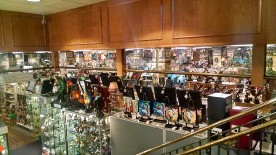 DOWNSTAIRS GIFT SHOP - Picture of Shady Maple Smorgasbord, East ...