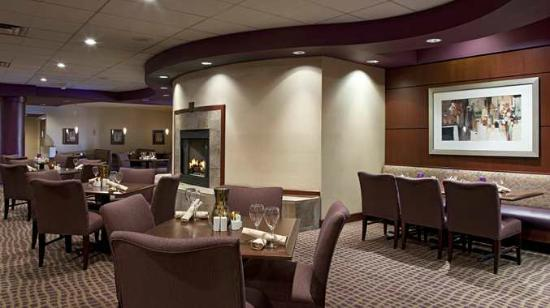 DoubleTree Suites by Hilton Hotel Cincinnati - Blue Ash: The Bistro