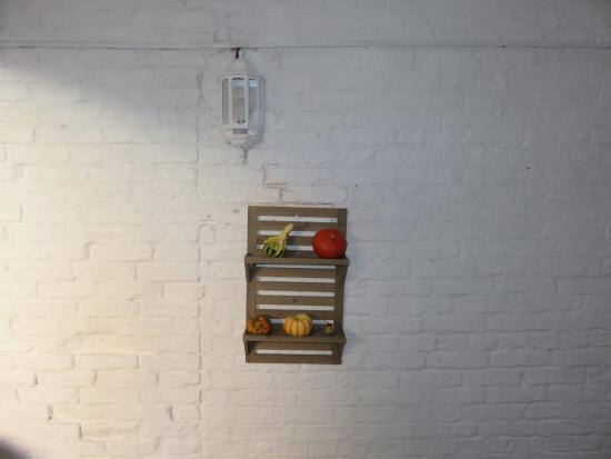 Sanders Yard Restaurant: Wall Art