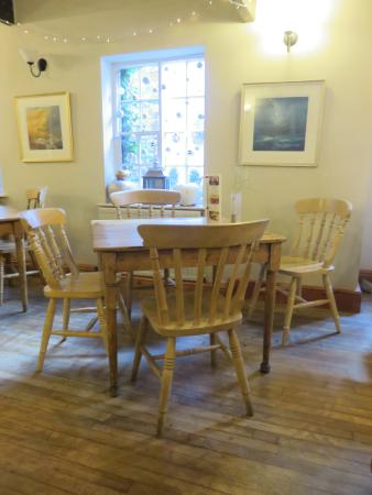 Sanders Yard Restaurant: Tables waiting for you