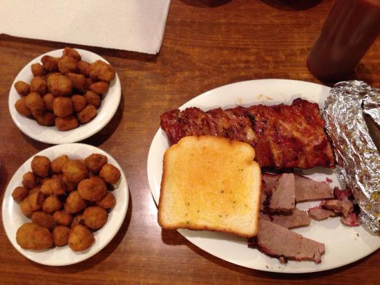 Willy's Bar-B-Que: photo0.jpg
