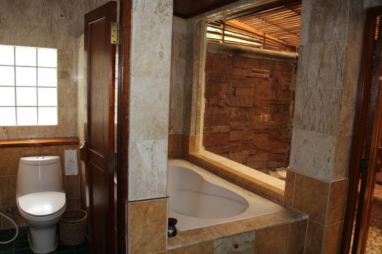 Sunrise Tropical Resort: ванная комната