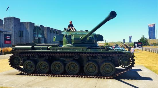 Waiouru, New Zealand: Tanks at entrance great for kids