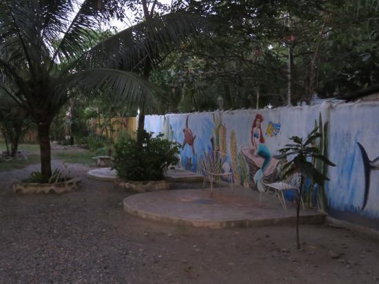 Mamburao, Filippinerna: Hotel grounds