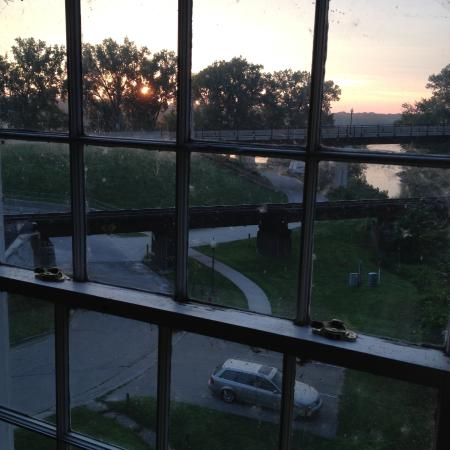 Bellevue, Iowa: Sunrise over the Mississippi from Mill Creek Suite.