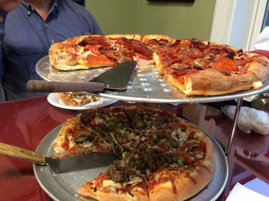 Gassville, AR: Extreme meat pizza on top rack. Very good!  ��