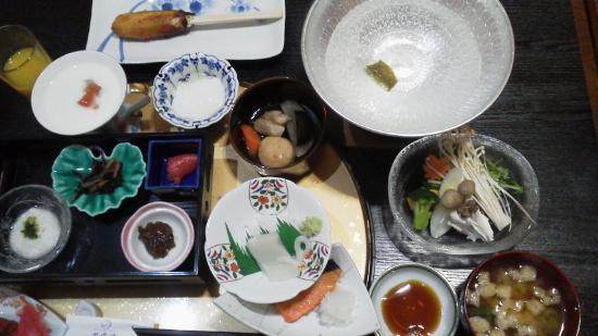 Shiunkaku: 朝食。「味噌きりたんぽ」もある!