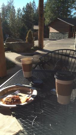 Mi Wuk Village, Californien: Saturday afternoon date, outdoors on a beautiful autumn day.