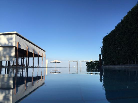 Putahracsa Hua Hin: View of the pool and Oceanside restaurant