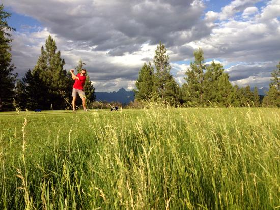 Shadow Mountain : Teeing off on number six.