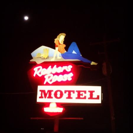 Robbers Roost Motel: The sign with the moon