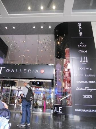 DFS Galleria at Scotts Walk: 正面入り口です