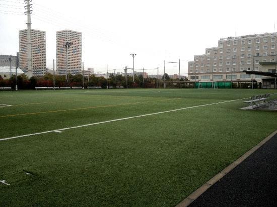 Hotel MyStays Shinurayasu: Hotel terlihat dari lapangan bola di sebelahnya