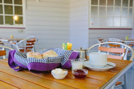 Laidley, Australië: Morning tea on the deck