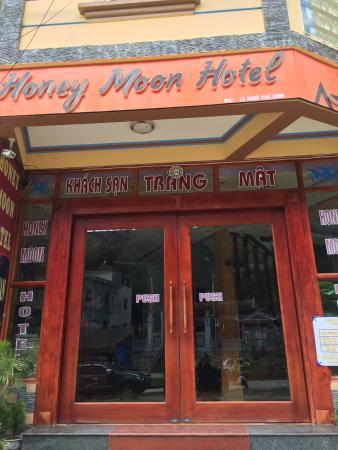 Sapa Honeymoon Hotel: The money sucking hotel ever!!!