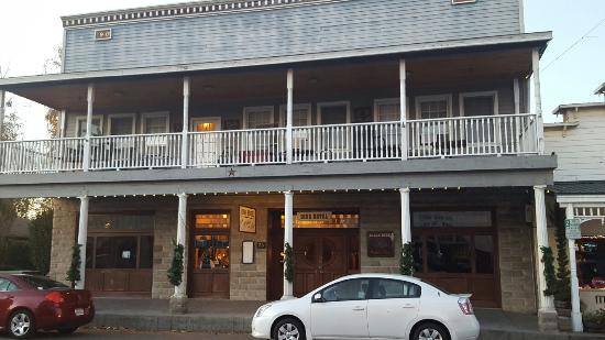 Ione Hotel: Nice to stay here, will definitely do again... except see about a haunted room.