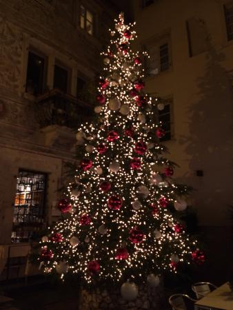 Albero Di Natale 94.Albero Di Natale Nel Dehor Picture Of Scrigno Del Duomo Trento Tripadvisor