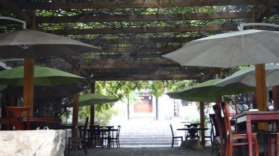Dengfeng, Κίνα: Courtyard Dining