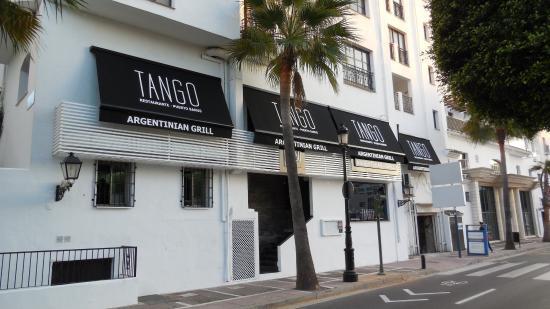 Tango Restaurant: Tango - right on Avenida Julio Iglesias