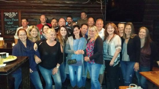 Kelly's Bar and Kitchen: A great night had by all, we had a small reunion in The Tavern part of the restaurant. They supp