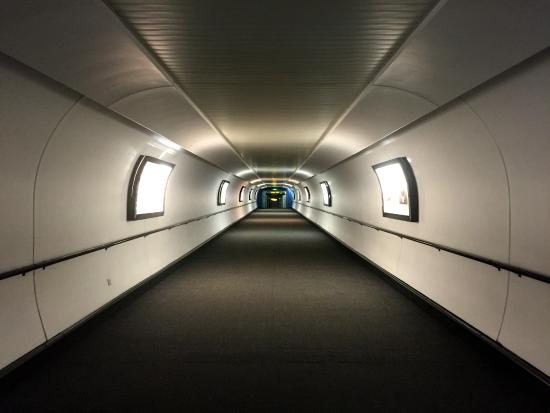 Sofitel London Gatwick: Covered tunnel to airport