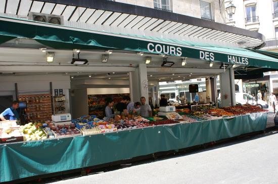 Marché rue de Buci: Cours des halles , rue de Seine