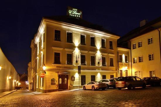 Hotel U Pava: Noční pohled na hotel