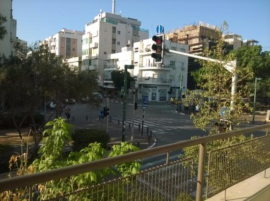 Yarden Sea Side Apartments: direkt an zwei Hauptverkehrsstraßen