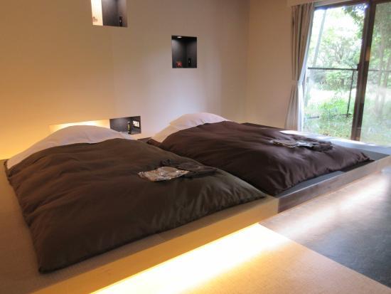 Aikento Tanoshimu Designers Hotel Dear Dog Izu Nagaoka : 小上がりに布団