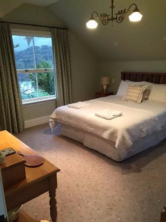 Akaroa House: room upstairs