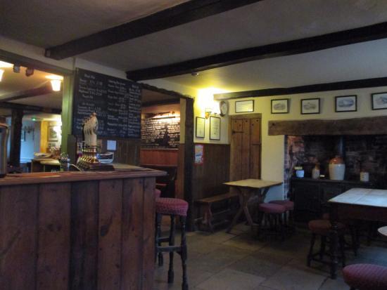 The Horse & Groom: bar