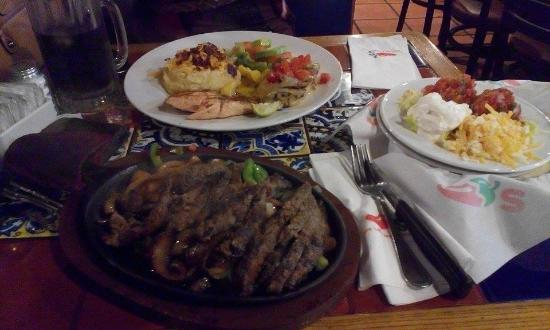 Chili's : Beef Fajitas Classic with Chicken and Salmon Combo