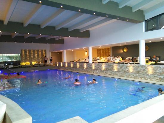 Piscina interna foto di esplanade tergesteo montegrotto - Terme di castrocaro prezzi piscina ...
