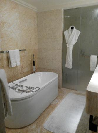 hotel room with bathtub in bangalore - bathtub ideas