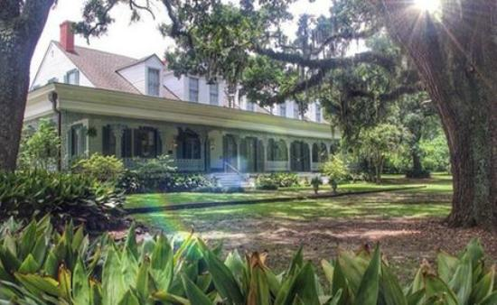 The Myrtles Plantation: view of the front of the house