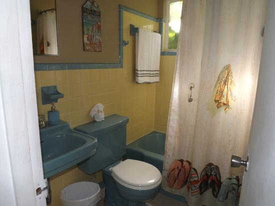 Sun Life Beach Hotel : Original art deco tile bathrooms