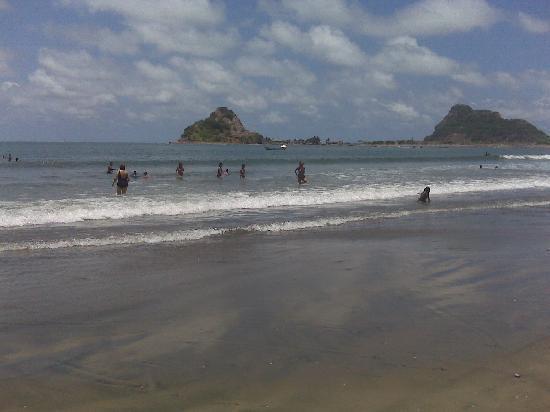 Isla de la Piedra, Meksiko: busy day at the playa