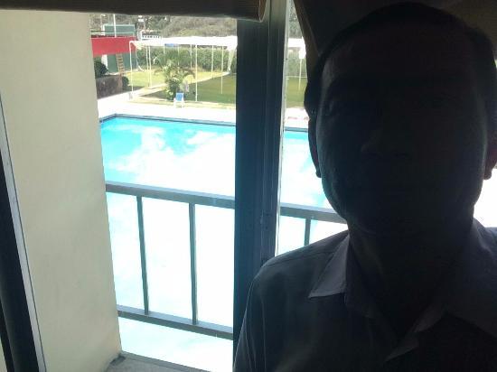 Real Hotel Ica: Piscina desde la habitación