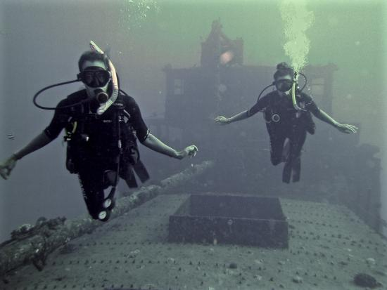 Banzai Divers Hawaii: Shipwreck Dive