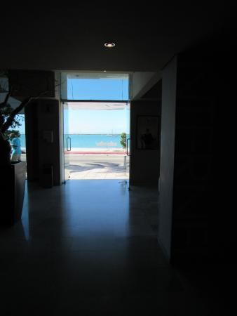 Seven Crown La Paz Centro: Out the front door