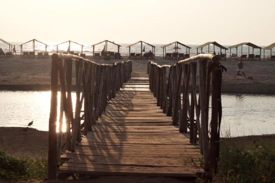Dunes Holiday Village: Bridge to the beach