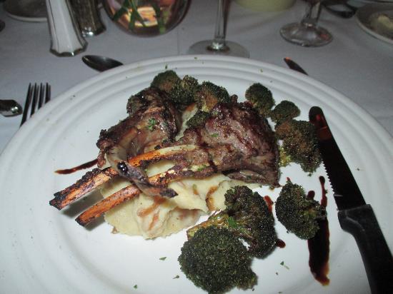 Mount Nevis Hotel Restaurant: Lamb Chops with crispy brocolli