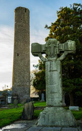 Kells, أيرلندا: Cross and tower