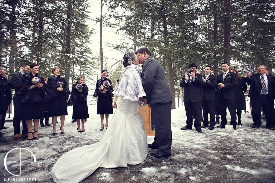 Port Carling, Kanada: Outdoor kiss