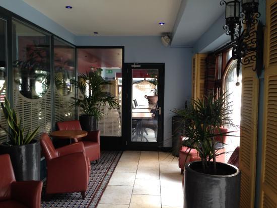 Grafton Capital Hotel: Hacia el comedor