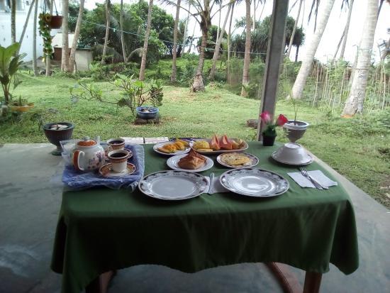 Sunray Resort Mirissa : Завтрак с видом на океан