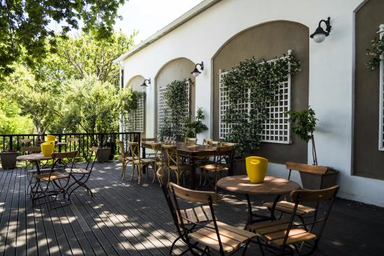 Un giardino-terrazza davvero suggestivo. - Picture of Warwick Wine ...