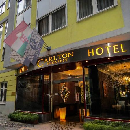 Carlton Hotel Budapest: front