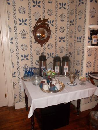 The Blue Hill Inn: coffee on tap in a lounge