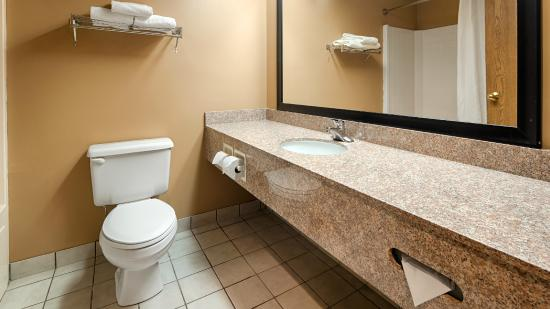 BEST WESTERN Plaza Hotel Saugatuck: Guest Bathroom